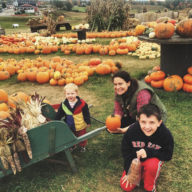It is that time again - overpaying for fall decorations and non-stop begging for cider donuts. I am still such a #suckerforfall #pumpkins #pumpkinpicking