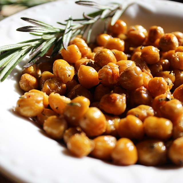 Roasted Rosemary and Garlic Chickpeas on the blog. This makes the house smell like the Holidays while it cooks. (Prosecco + Pomegranite cocktail goes very nicely with it too). ❤️?❤️